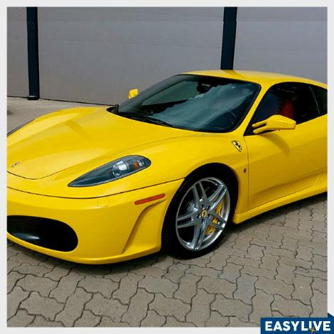 Sinta a experiência de dirigir uma Ferrari F430